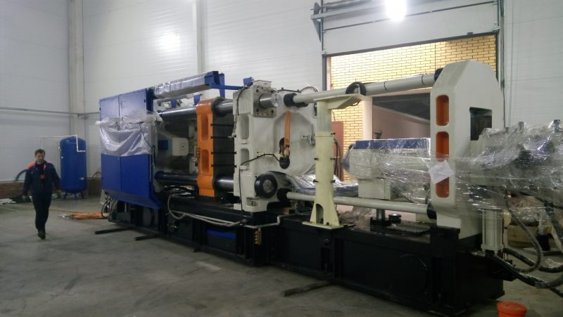 Машина литья под давлением MS900 в процессе монтажа