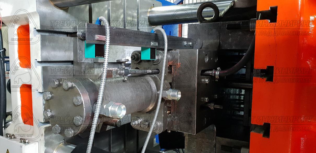 Пресс-форма Покупателя с гидравлическим приводом ползуна на машине литья под давлением MS450