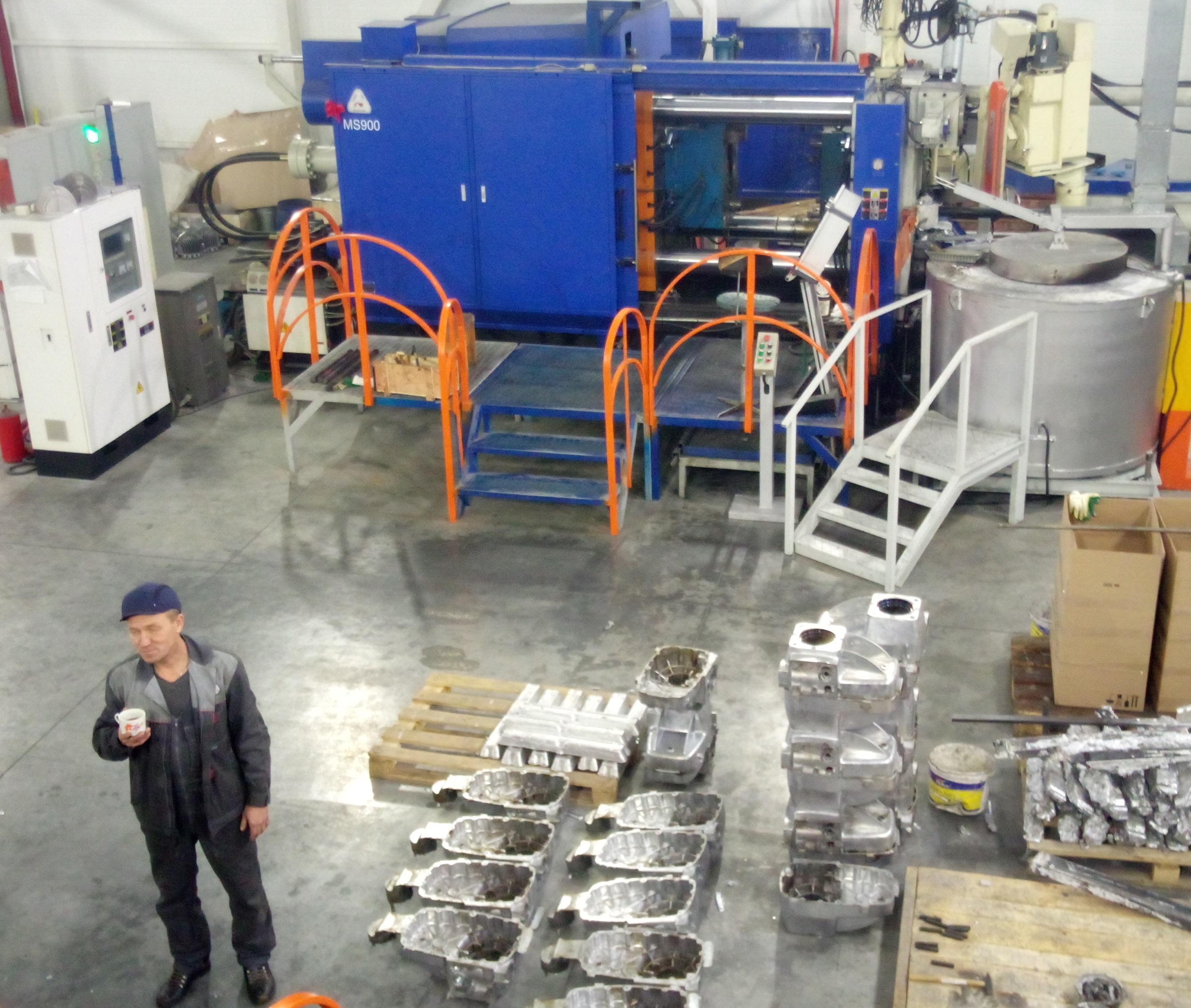 Пресс-форма «Корпус редуктора», установленная на машине MS900 (вес пресс-формы 3,5 тонны) и полученные в результате испытаний отливки «Корпус редуктора»