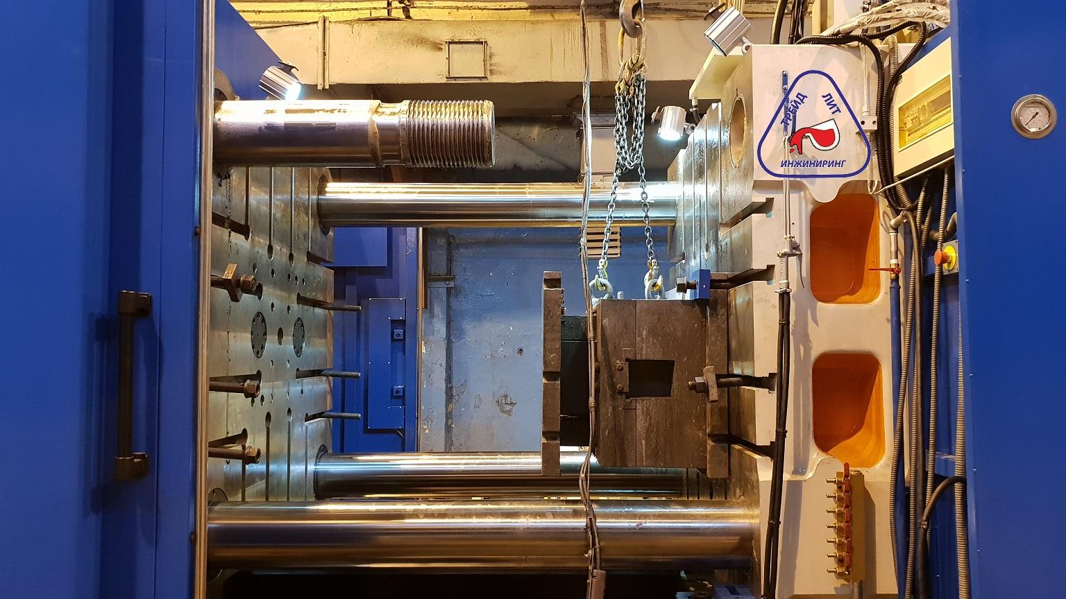 Установка старой пресс-формы на машну литья под давлением MS1100 с применинем механизма съемной колонны